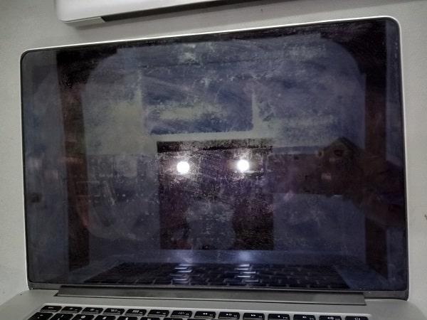 Làm phản quang Macbook